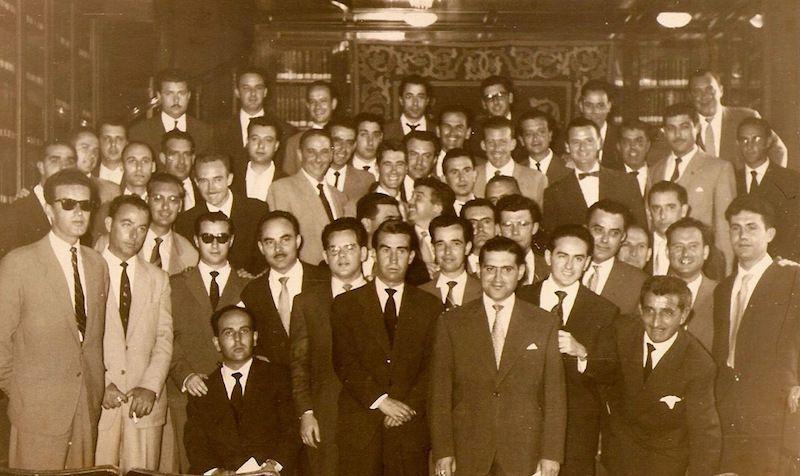 Foto de familia de la promoción de capitanes de la Marina Mercante de 1958