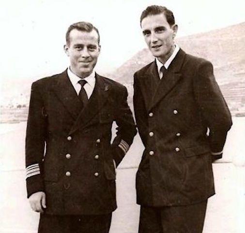 Con su amigo y primer oficial Martínez Nieto