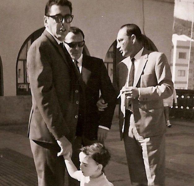 Con sus parientes José Ramón Muñoz de Bustillo Palazuelos y Antonio Muñoz de Bustillo Aguirre, también capitanes de CEPSA