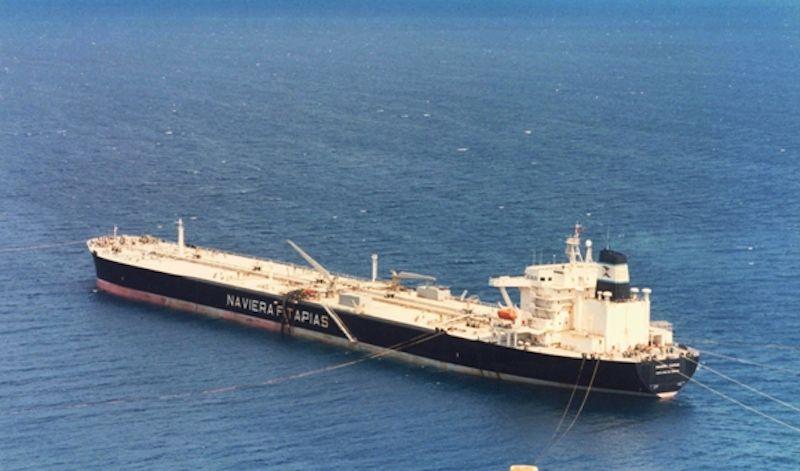 """El petrolero """"Sandra Tapias"""", en el puerto de Santa Cruz de Tenerife"""