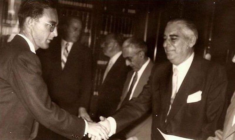 José de Barrasa Sánchez recibe su título de capitán de la Marina Mercante (1958)