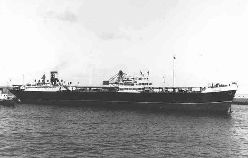 """stampa marinera del petrolero """"Zaragoza"""" en Santa Cruz de Tenerife, su puerto de matrícula naval"""