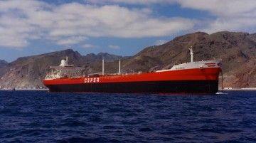 """El petrolero """"Valencia"""", tras su entrega oficial, fondeado al resguardo de Anaga"""