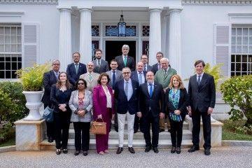 El presidente de CEOE Tenerife, José Carlos Francisco y los cónsules asistentes al encuentro