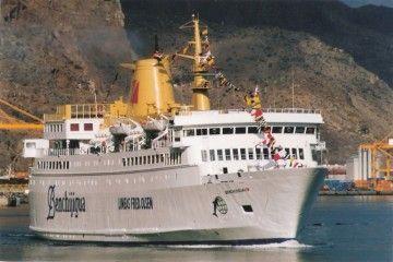 """El tercer """"Benchijigua"""", el día de su llegada al puerto de Santa Cruz de Tenerife"""