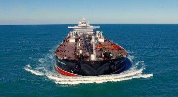 """Vista de proa del petrolero """"Monte Udala"""", en sus pruebas de mar"""
