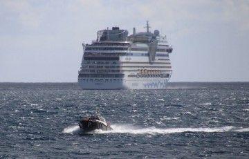 """El práctico regresa tras desistir del atraque del buque """"AIDAsol"""""""
