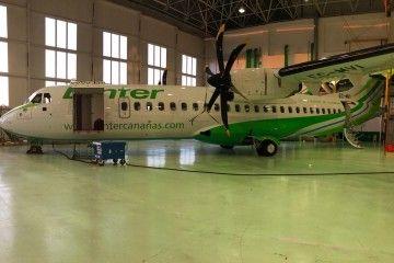 El décimo avión ATR-72 serie -600 de Binter, en el hangar de Las Palmas