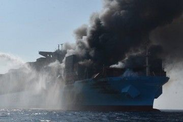 """El fuego a bordo del buque """"Maersk Honam"""" está descontrolado"""