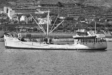 """Estampa marinera del buque """"San Juan de Nepomuceno"""", en aguas del puerto de Santa Cruz de Tenerife"""