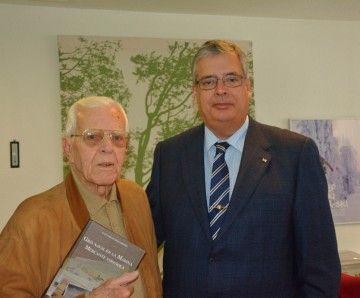 El capitán Juan Garrido López y quien suscribe, en un encuentro del año 2014