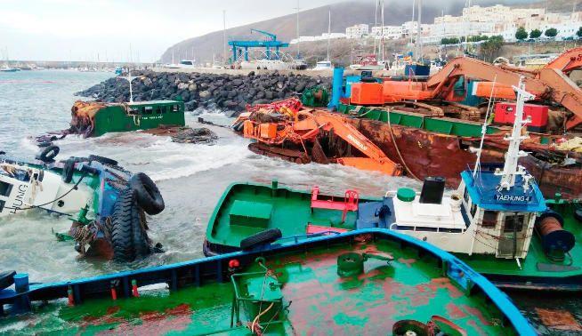 Así se encuentra el puerto de Gran Tarajal. Un desastre