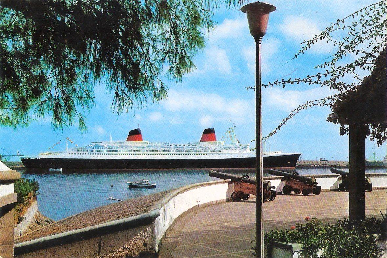 """El trasatlántico """"France"""", proa a la ciudad de Santa Cruz de Tenerife"""