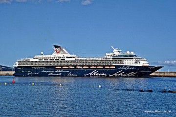 """El buque """"Meinc Schiff 1"""" es gemelo del  """"Meinc Schiff 2"""", al que vemos en el puerto de Santa Cruz de La Palma"""