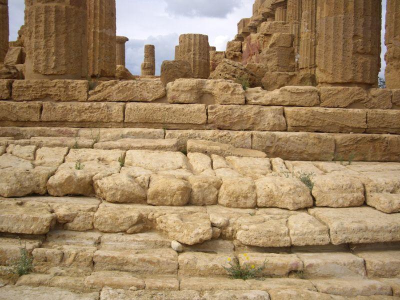 Agrigento. Crepidoma del templo de Hera