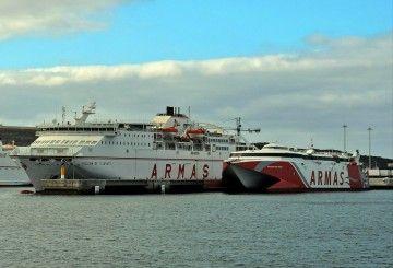 """En cierto modo, el catamarán """"Volcán de Teno"""" compite con los ferries convencionales"""