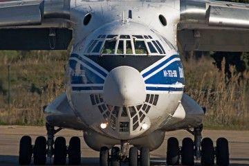 Vista del morro acristalado del avión Ilyushin Il-76