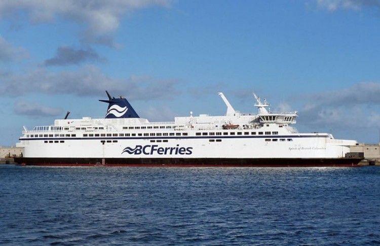 """El buque """"Spirit of British Columbia"""", atracado en el muelle sur del puerto tinerfeño"""