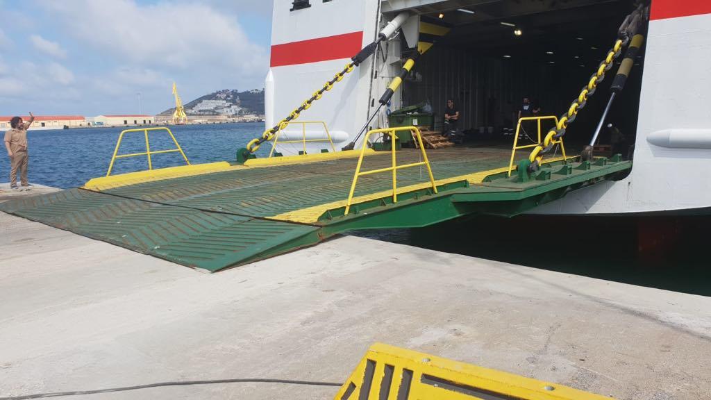 El buque ha realizado pruebas de atraque en el puerto de Ceuta