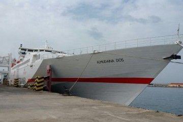 """El buque """"Almudaina Dos"""", visto por la amura de estribor"""