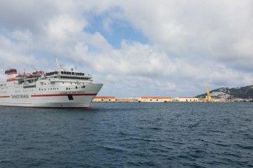 """El buque """"Las Palmas de Gran Canaria"""", a su llegada al puerto de Ceuta"""
