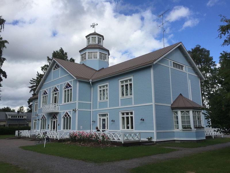 En esta casa en madera, a orillas del lago Tuusula, se encuentra el Museo de la Fundación Lotta Svärd