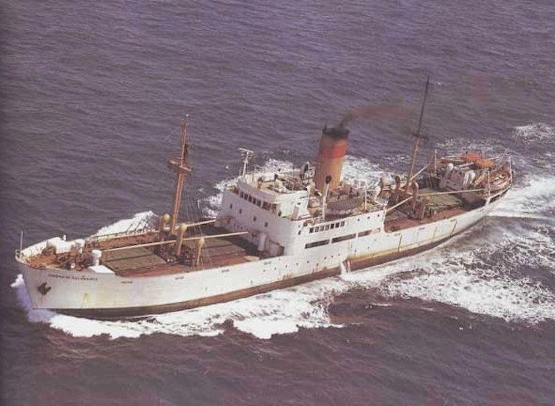 """El buque """"Ciudad de Alcira"""", navegando por el Estrecho de Gibraltar"""