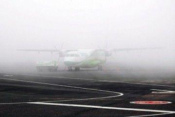 Es frecuente que en primavera y verano el aeropuerto de Los Rodeo esté invadido por la niebla