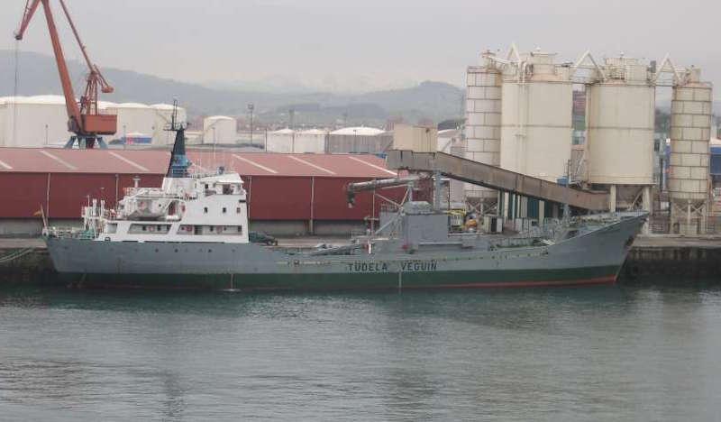 """El buque """"Cementador"""", primero de su clase de la Marina Mercante española"""