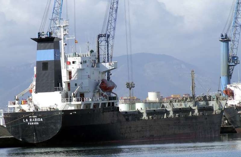 "El ""bulkcarrier"" ""La Rábida"", visto por la aleta de estribor"