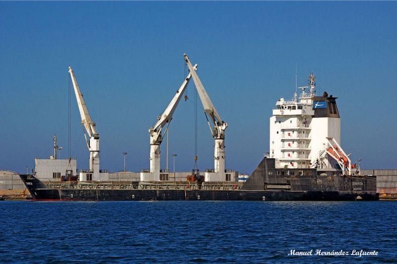 """El buque """"Dominica"""" rinde honor a Dominica Figaredo Sela"""