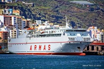 """El ferry """"Volcán de Tauce"""" opera eventualmente en la línea Los Cristianos-La Palma"""