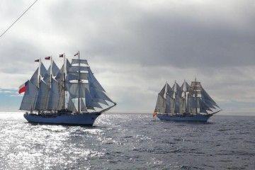 """Los veleros """"Esmeralda"""" y """"Juan sebastián de Elcano"""" navegan en aguas de Ushuaia"""