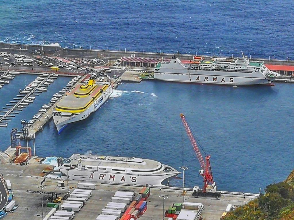 Así estaba este mediodía el puerto de la capital palmera