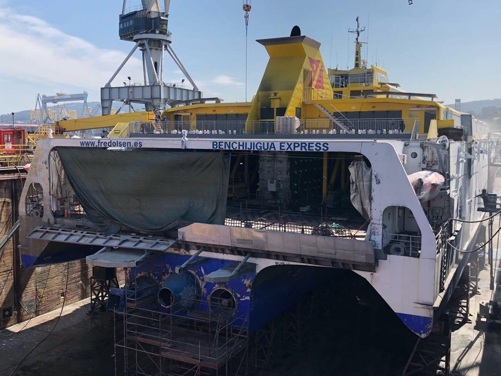 """Vista de popa del buque """"Benchijigua Express"""""""