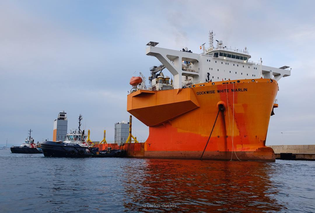 """Así llegó el buque """"Dockwise White Marlin"""" al puerto de Algeciras"""