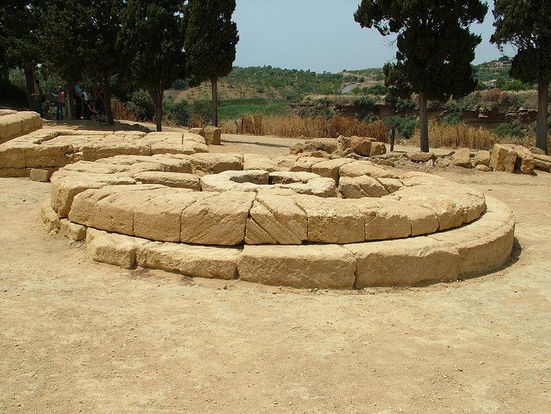 Agrigento. Gran altar circular de las divinidades ctónicas