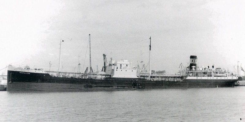 """El petrolero """"Monteleón"""", primer mando del capitán Muñoz de Bustillo"""