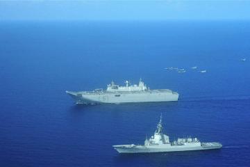 """El buque LHD """"Juan Carlos I"""" y la fragata """"Blas de Lezo"""", en su viaje a Kuwait"""
