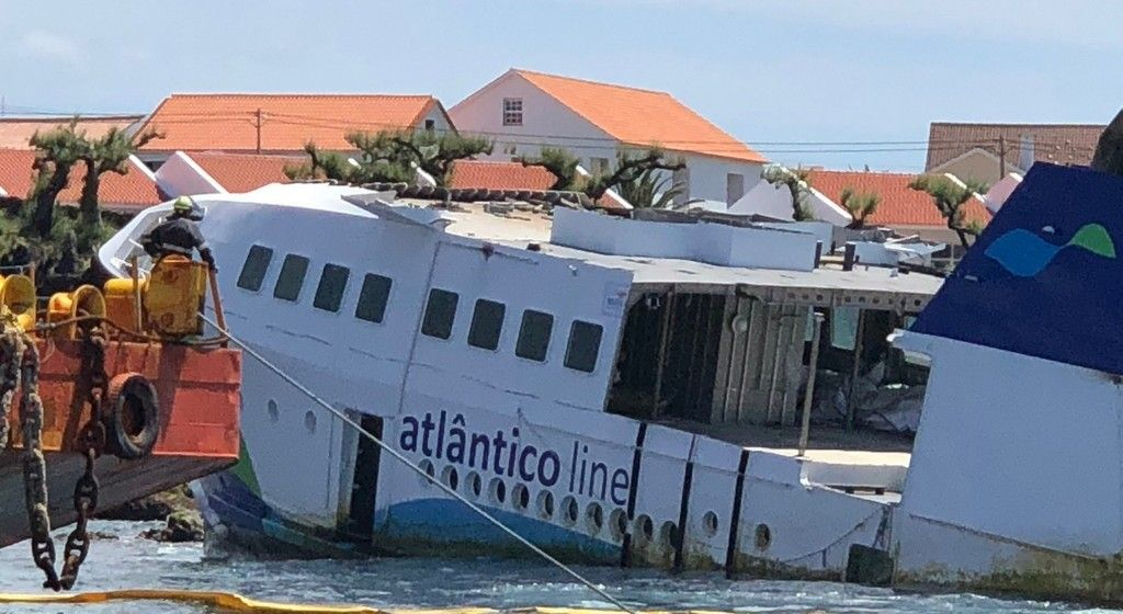 """El buque """"Mestre Simao"""" encalló en la maniobra de acceso al puerto de la isla de Pico"""