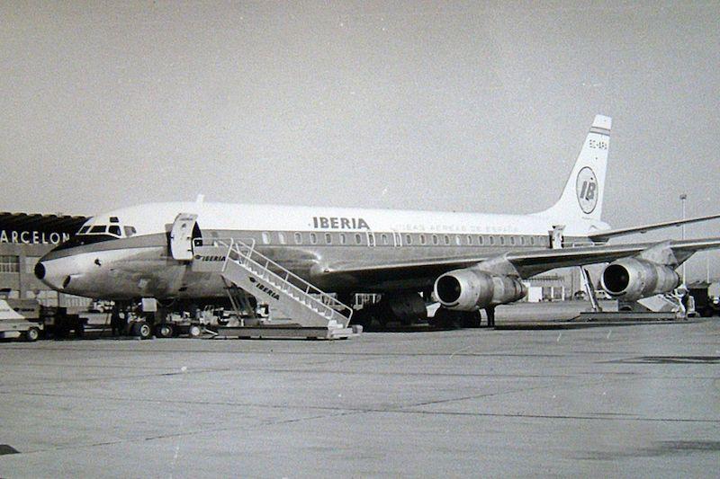 """DC-8 -52 EC-ARA """"Velázquez"""", en el aeropuerto de Barcelona"""