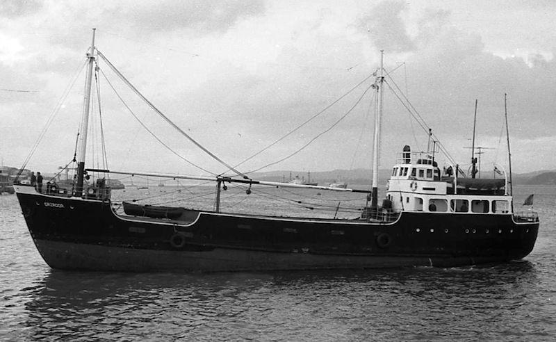 """Estampa marinera del buque """"Cazador"""", visto por la banda de babor"""