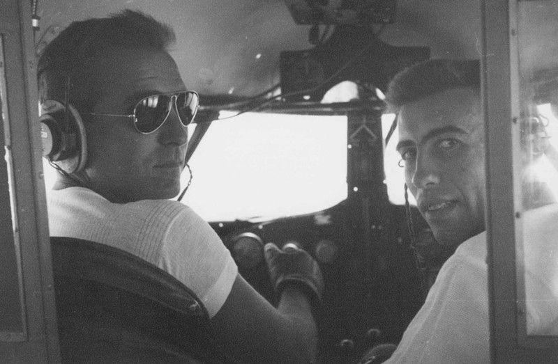 Constantino Rubio y Francisco Andreu, en un vuelo de regreso del Sahara