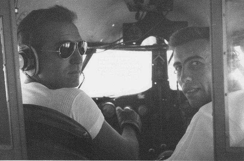 Francisco Andreu y Constantino Rubio, a los mandos de un Airspeed Consul