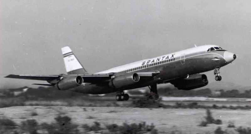 """CV 990A """"Coronado"""" de Spantax, en fase de rotación"""