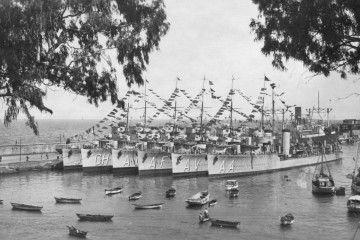 Grupo de seis destructores abarloados en el puerto de Santa Cruz de La Palma