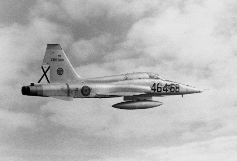 Avión F-5 del Ejército del Aire español en vuelo