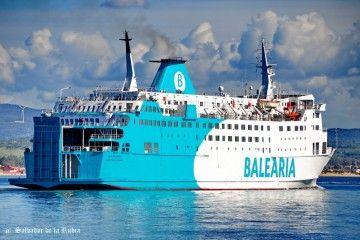 """De la flota de pasaje española presente en el Estrecho, el más viejo es el buque """"Poeta López Anglada"""", que tiene 33 años"""