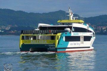 """El buque """"Eco Terra"""", a su paso por Vigo en viaje de entrega"""