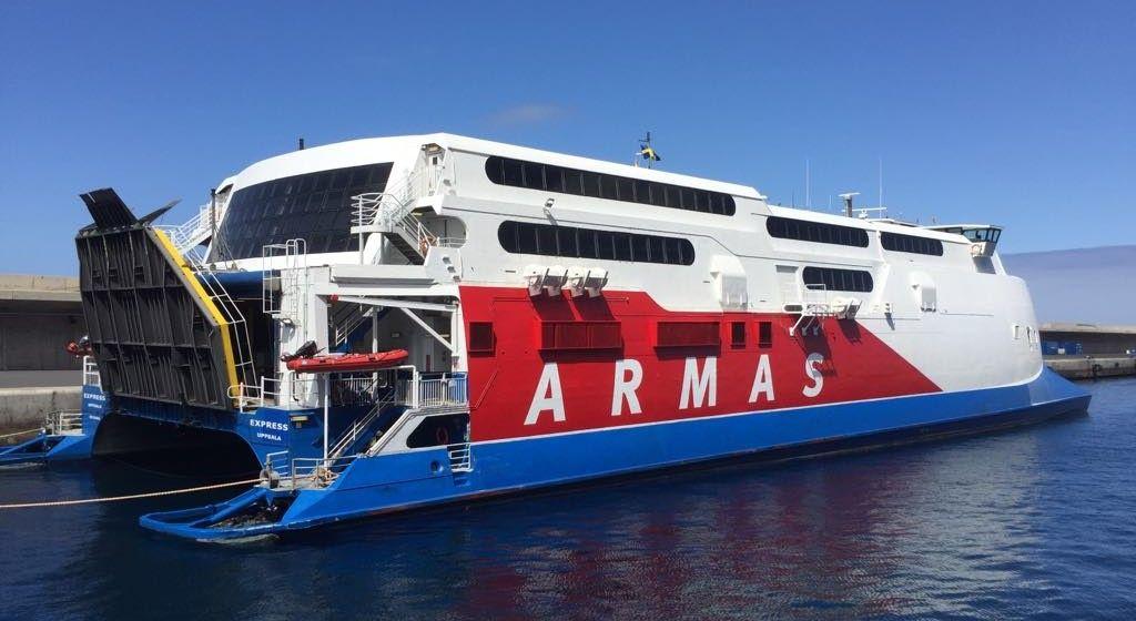 """El catamarán sueco """"Express"""" ha restablecido la línea de Valle Gran Rey"""
